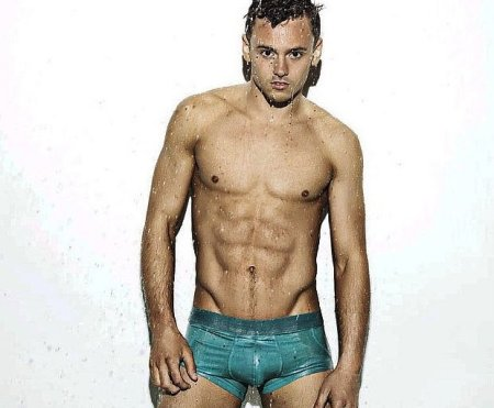 Tom-Daley-Sexy-Calendar-Shoot